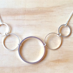 LARGE GRADUATING SIMPLE SILVER CIRCLES NECKLACE - FREE SHIPPING WORLDWIDE