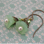 ~ MINT JULEP ~ Swarovski crystals vintage pale green flower earrings, romantic