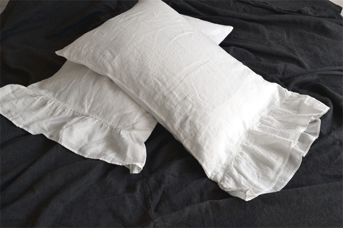 Pure stonewashed linen pillow case with ruffle | House of Baltic