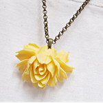 Prisca Necklace Yellow Rose Flower Cabochon Chain Vintage style