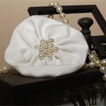 Hair Domayne White Hairclip with Pearls in Centre