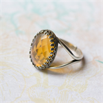 Statement ring. Yellow Faceted. Silver.