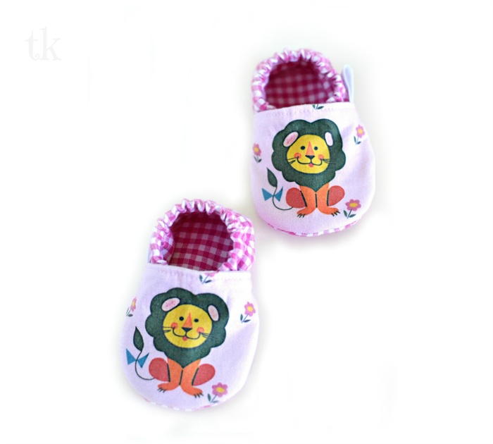 size 3 6 months baby shoes little lion on pink