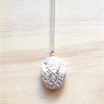 SILVER FLORAL LOCKET PENDANT NECKLACE - FREE SHIPPING WORLDWIDE