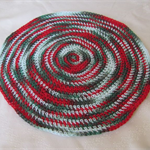 Table topper, red/white/green