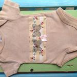 Tea dyed applique onesie - 000 newborn, baby shower, gift, baby, butterfly, bow