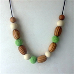 Simboo nursing necklace - Meadow green, cream and bamboo