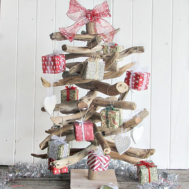 Driftwood christmas tree with decorations for an aussie for Australian decoration ideas
