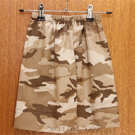 Camo easy fit shorts. Size 4