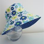 Girls summer hat in pretty floral pattern