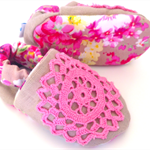 "Baby shoes (Vintage little soles range) ""pink DOILEY"" stay on/soft soled floral."