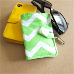 Green Chevron Pattern Tea Wallet with white pocket - holds 4 teas