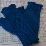 Short Kallan fingerless mitts - teen/adult