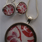 Gorgeous set Necklace and Pendant with matching Earrings