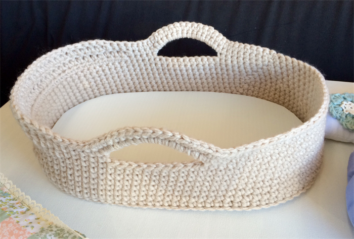 Cute Crocheted Dolls Moses Basket And Bedding Play Set Tiny