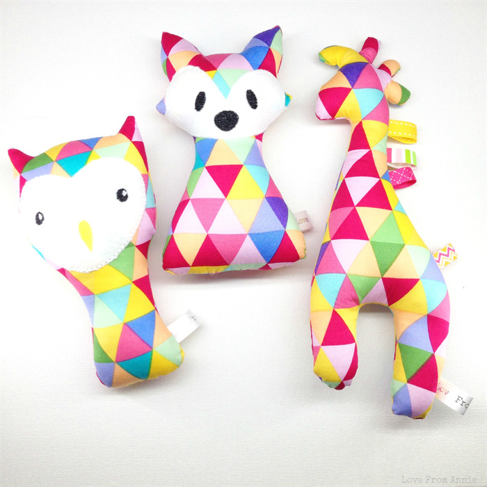 Giraffe Tag Toy Rattle Bright Triangles   Love From Annie ...