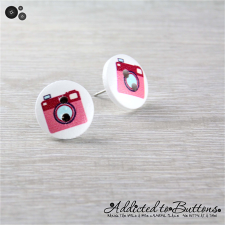 CAMERA  - Buttons - Button Stud Earrings - Pink - Photograph